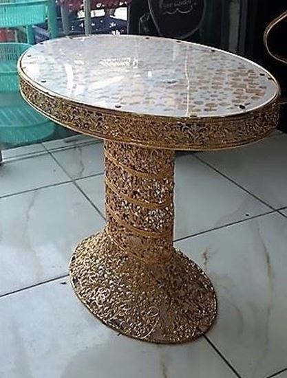 Picture of A big Traditional Gold Oval Table